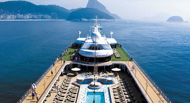 Enjoy Holidays in the Sea World on Luxury Cruises